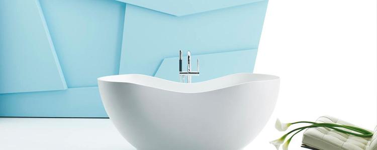 choisir une baignoire pour petite salle de bains guide artisan. Black Bedroom Furniture Sets. Home Design Ideas